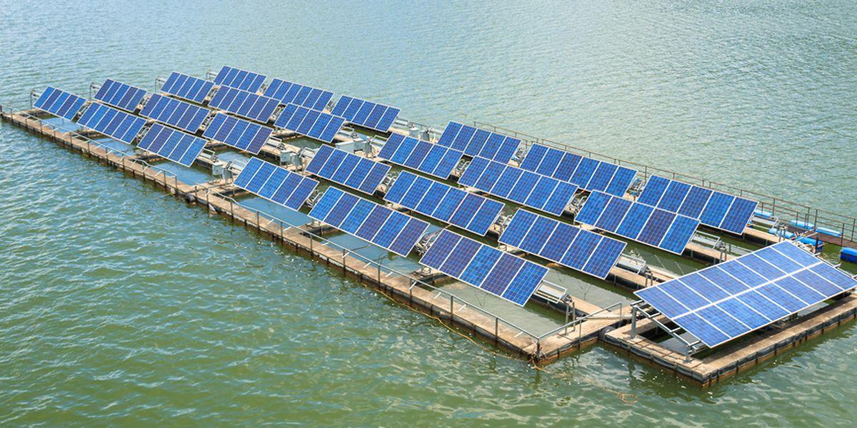 A défaut des lacs naturels, les panneaux pourraient venir flotter sur des retenues artificielles.