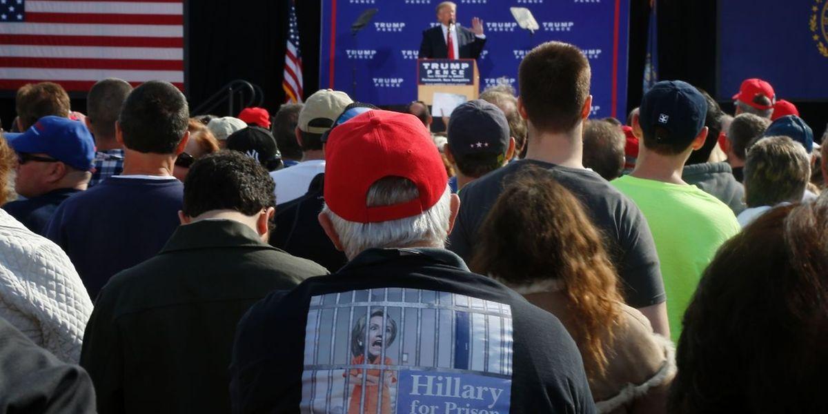 Donald Trump will seine Anhänger auf Linie bringen und teilt dabei kräftig gegen echte und vermeintliche Gegner aus.