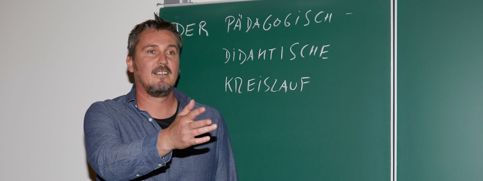 Mike Feyder unterrichtet Deontologie im Lycée technique pour professions éducatives et sociales in Mersch und beschäftigt sich dabei mit ethischen Fragen.