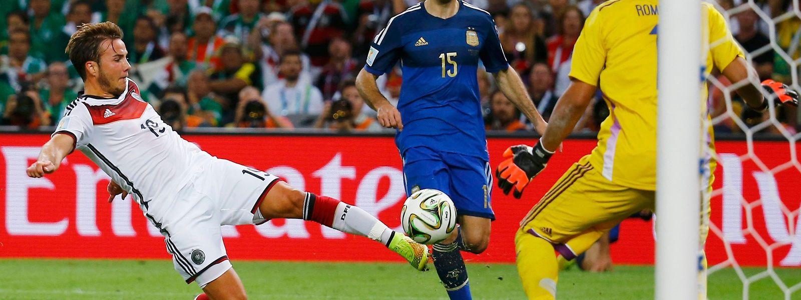 Eines der wichtigeren Tore bei einer WM-Endrunde: Mario Götze trifft gegen Argentinien zum Finalgewinn 2014. Insgesamt fielen bisher 2379 WM-Tore.