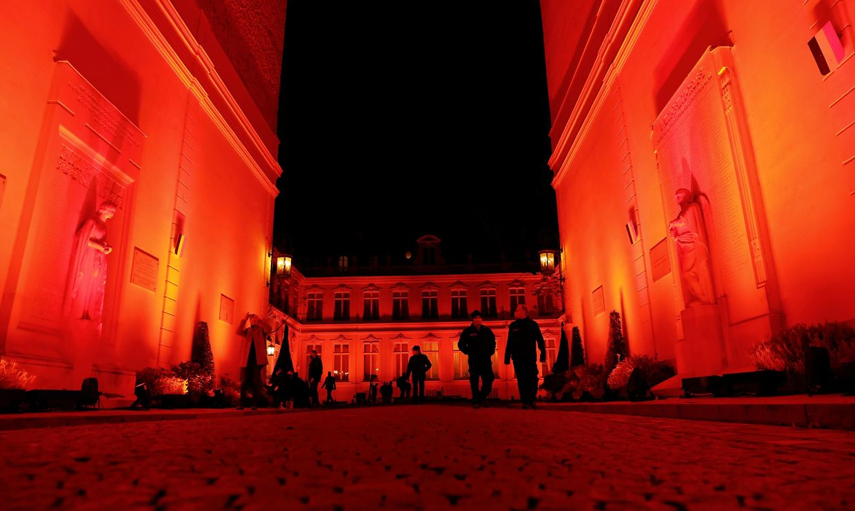 En France, le ministère de l'Intérieur a pris une teinte orangée.