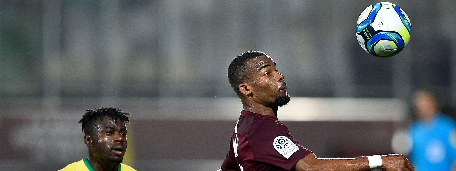 Le FC Metz et Habib Maïga (ici devant le Nantais Moses Simon) se déplacent samedi à Lyon avec un point d'avance sur leur adversaire