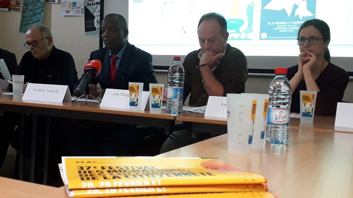 Da esquerda para a direita: Furio Berandi, Sosthène Lambella, Jean-Philippe Ruiz e Anita Helpiquet, do CLAE, durante a apresentação do 37° Festival das Migrações.