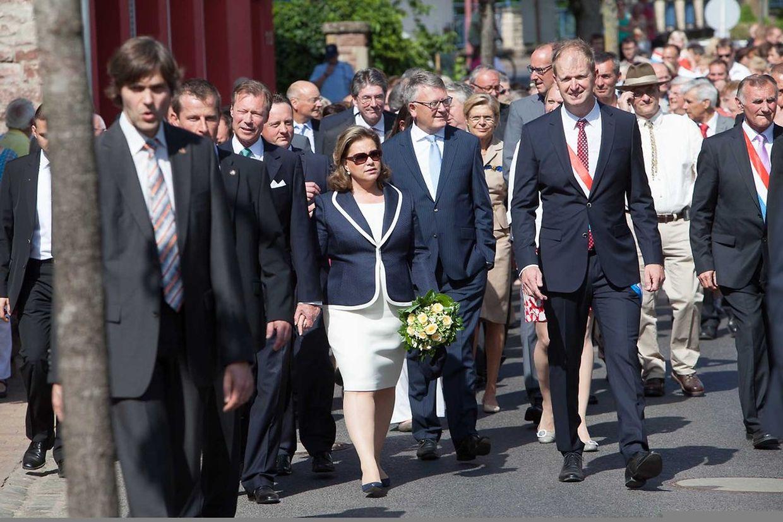 Bei herrlichem Wetter besichtigte das großherzogliche Paar zu Fuß die Sauerortschaft Rosport.