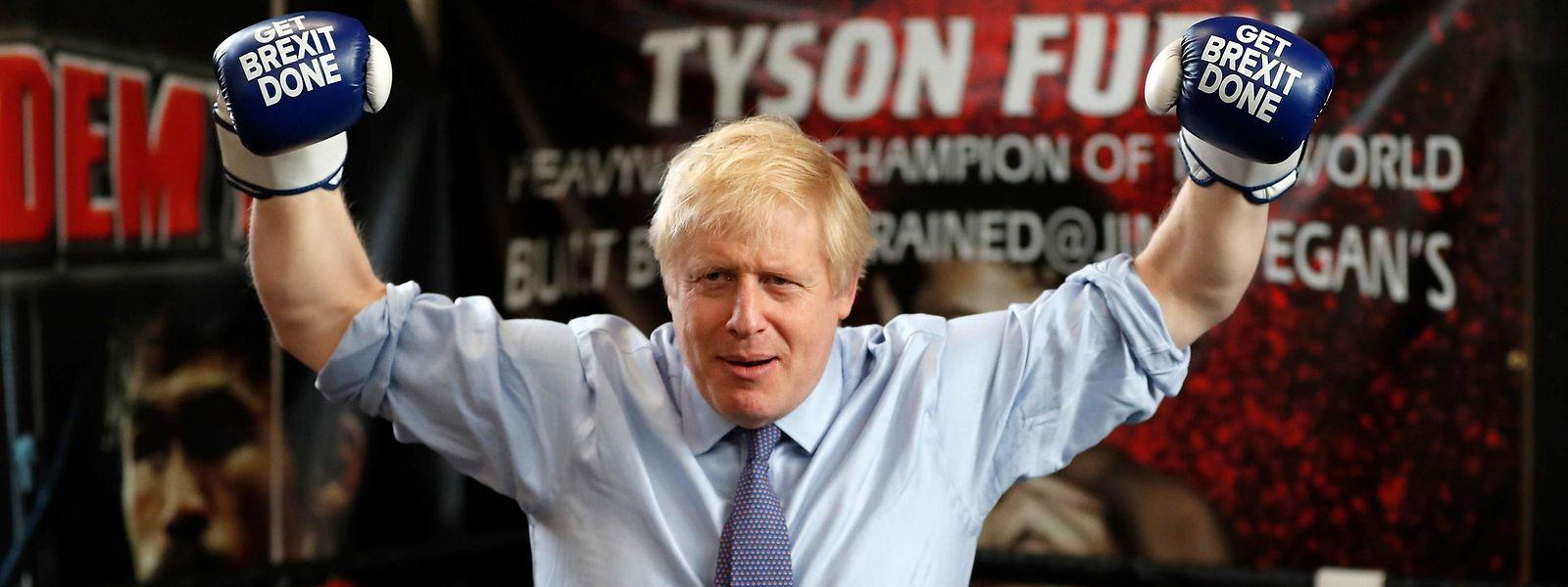 Fanfaron, Boris Johnson a visiblement envie de mettre KO ses adversaires travaillistes. Pas gagné.