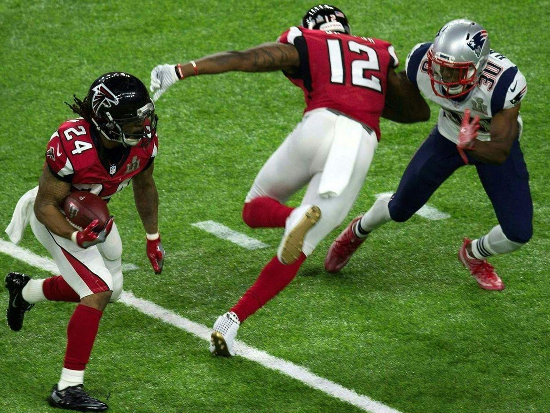 Le Super Bowl a vu la victoire après prolongation 34 à 28 des New England Patriots (en blanc et bleu) sur les Atlanta Falcons