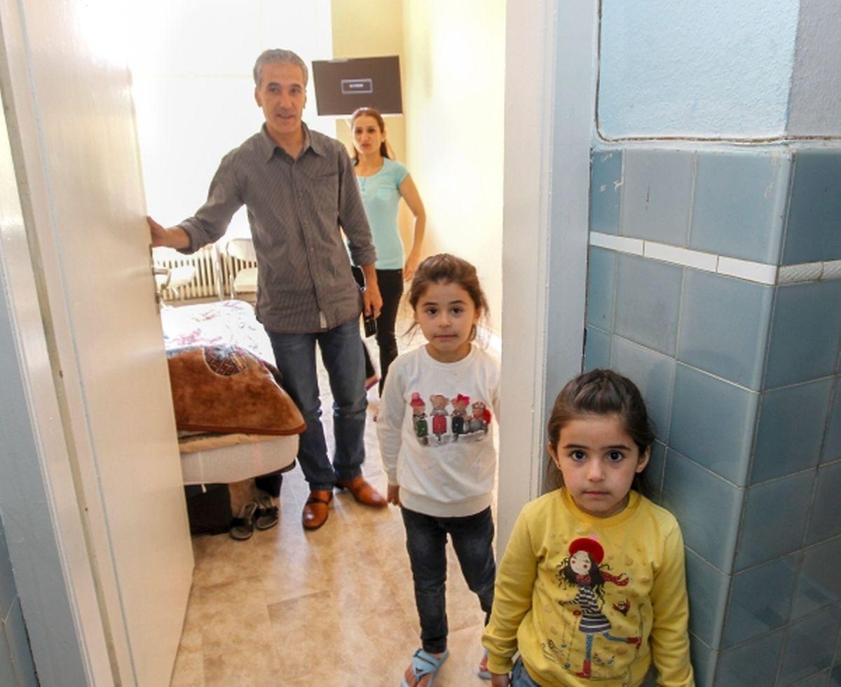 Zahid, Yasmina, leur fille et leur nièce.