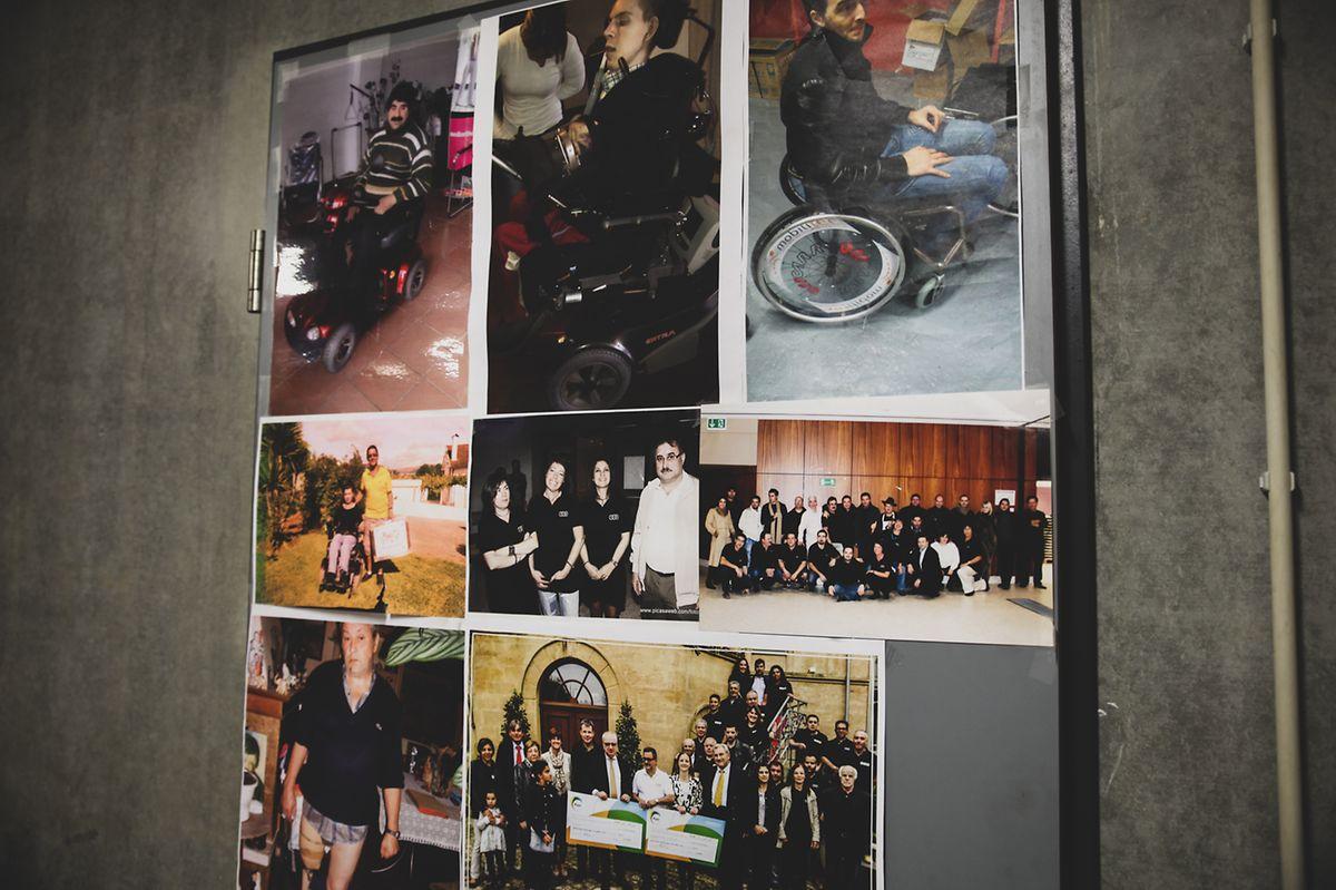 Atrás da porta da sede da Associação Portuguesa de Walferdange estão fotografias de pessoas ajudadas pela organização. Quase todas vivem no interior de Portugal.