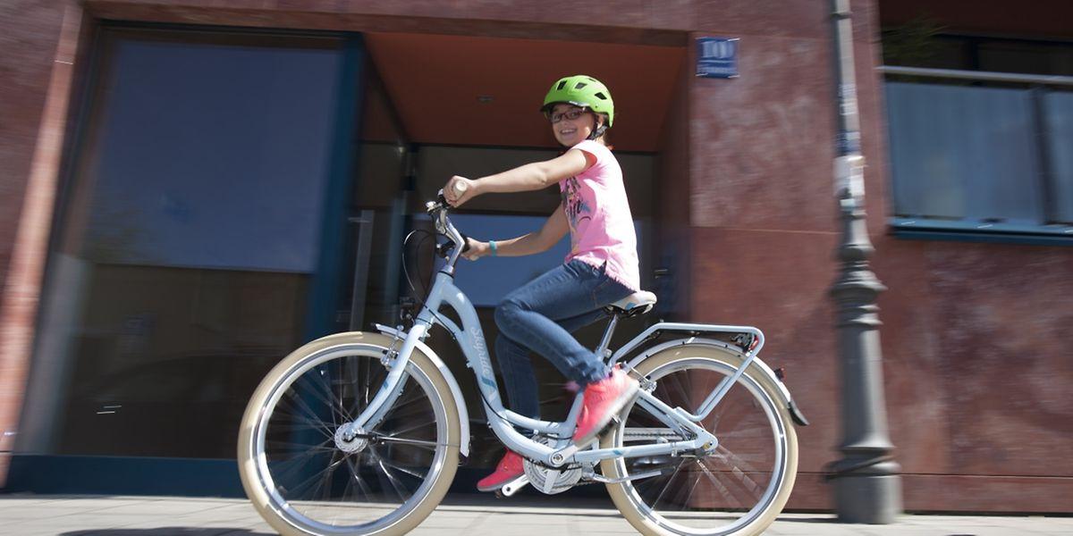 Auch Helme sollten auf mögliche Risse untersucht werden, da sie sonst nicht mehr richtig schützen.