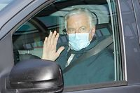 European Union's Brexit negotiator Michel Barnier waves after leaving a meeting in central London on October 9, 2020. (Photo by Tolga AKMEN / AFP)