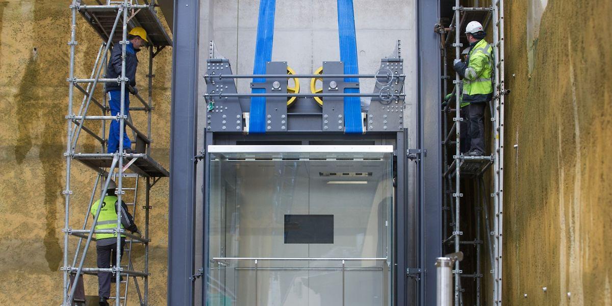 """Da die vordere Front der Liftkabine aus Glas besteht, gewährt sie einen Blick auf den Kirchberg, die """"Rout Bréck"""", das gesamte Pfaffenthal und den """"Huelen Zant""""."""