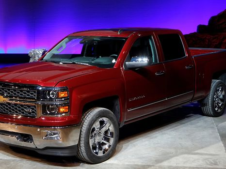 FILE PHOTO - General Motors displays its 2014 Chevrolet Silverado full-size pickup truck after unveiling it and the 2014 GMC Sierra full-size pickup in Pontiac, Michigan, U.S. on December 13, 2012.    REUTERS/Rebecca Cook/File Photo