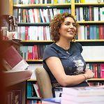 """Elmira Najafi, a livreira da Alinéa. """"Por detrás do muro tudo é diferente no Irão"""""""