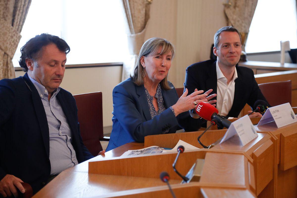 Bürgermeisterin Lydie Polfer (Mitte), Schöffe Serge Wilmes (r.) und Architekt Laurent Langer (l.) sind sich der Wichtigkeit des Vorhabens bewusst.