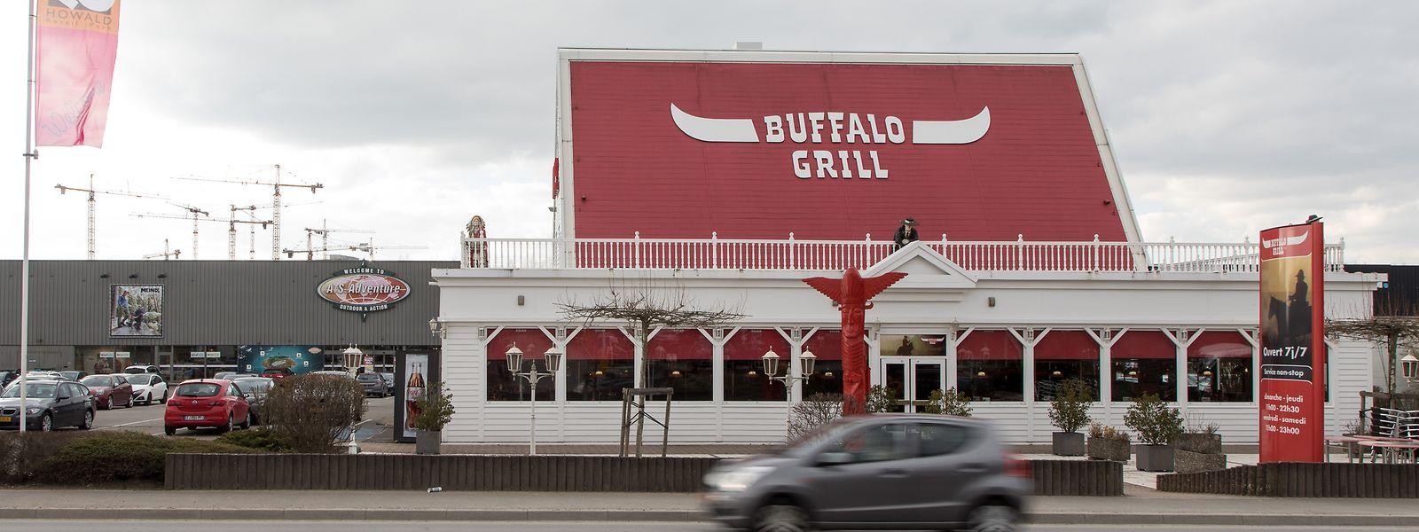 Die Rue des Scillas wird im Hinblick auf die Tram verbreitert. Das Restaurant Buffalo-Grill und die dahinter gelegenen Geschäfte werden weichen, stattdessen ist ein neues Projekt geplant.