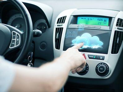 Les fonctionnalités des voitures connectées restent encore méconnues d'une grande partie de leurs propriétaires actuels.