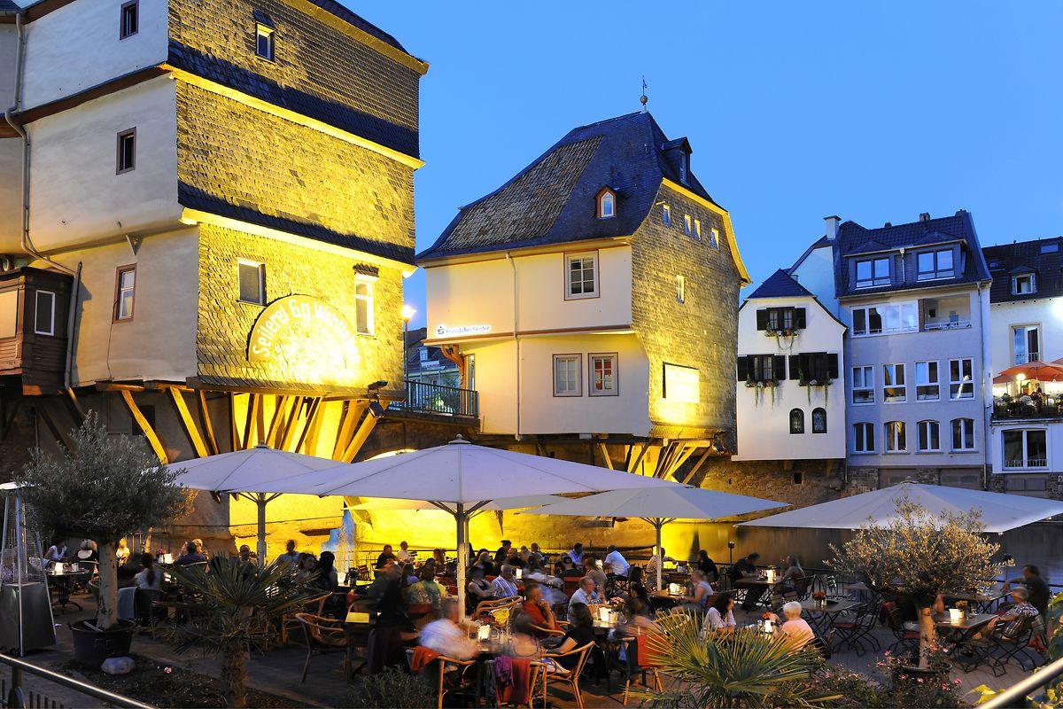 Die mittelalterlichen Brückenhäuser von Bad Kreuznach entstanden aus Mangel an Wohnraum innerhalb der Stadtmauern der damals noch unterteilten Stadt. Heute prägen sie das Bild der am Fluss gelegenen Altstadt.