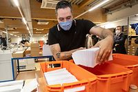 WO fr , Bettel et Hansen visitent le CTIE , envoi lettres Large Scale Testing et Flyers Covid , Corona , Sars-Cov-2 , Covid-19 , Foto:Guy Jallay/Luxemburger Wort