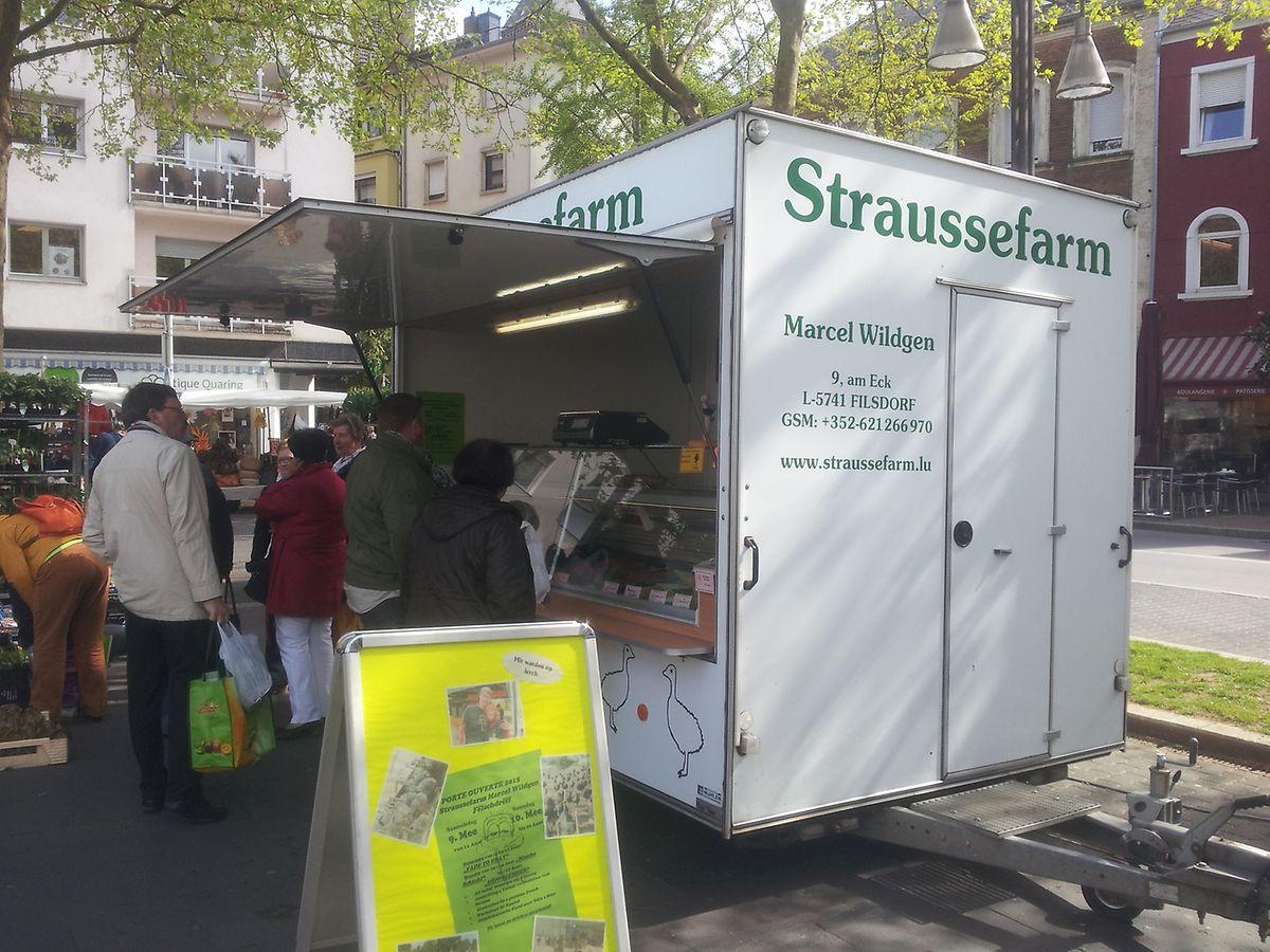 Donnerstags verkaufen die Wildgens auf dem Markt in Düdelingen ihr Straußenfleisch, jeden zweiten Donnerstag in Hassel, freitags in der Hauptstadt und freitagabends auf ihrem Hof.