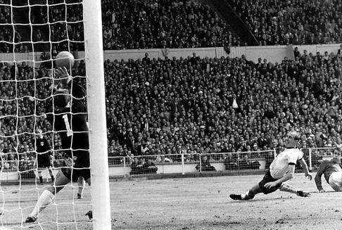 Kronzeuge von Wembley: Fußball-Welt trauert um Hans Tilkowski