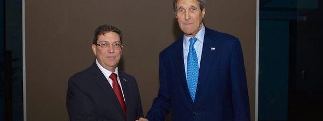 O Departamento de Estado norte-americano publicou, na sua conta na rede social Twitter, uma fotografia mostrando um aperto de mão entre o secretário norte-americano e o ministro dos Negócios Estrangeiros cubano