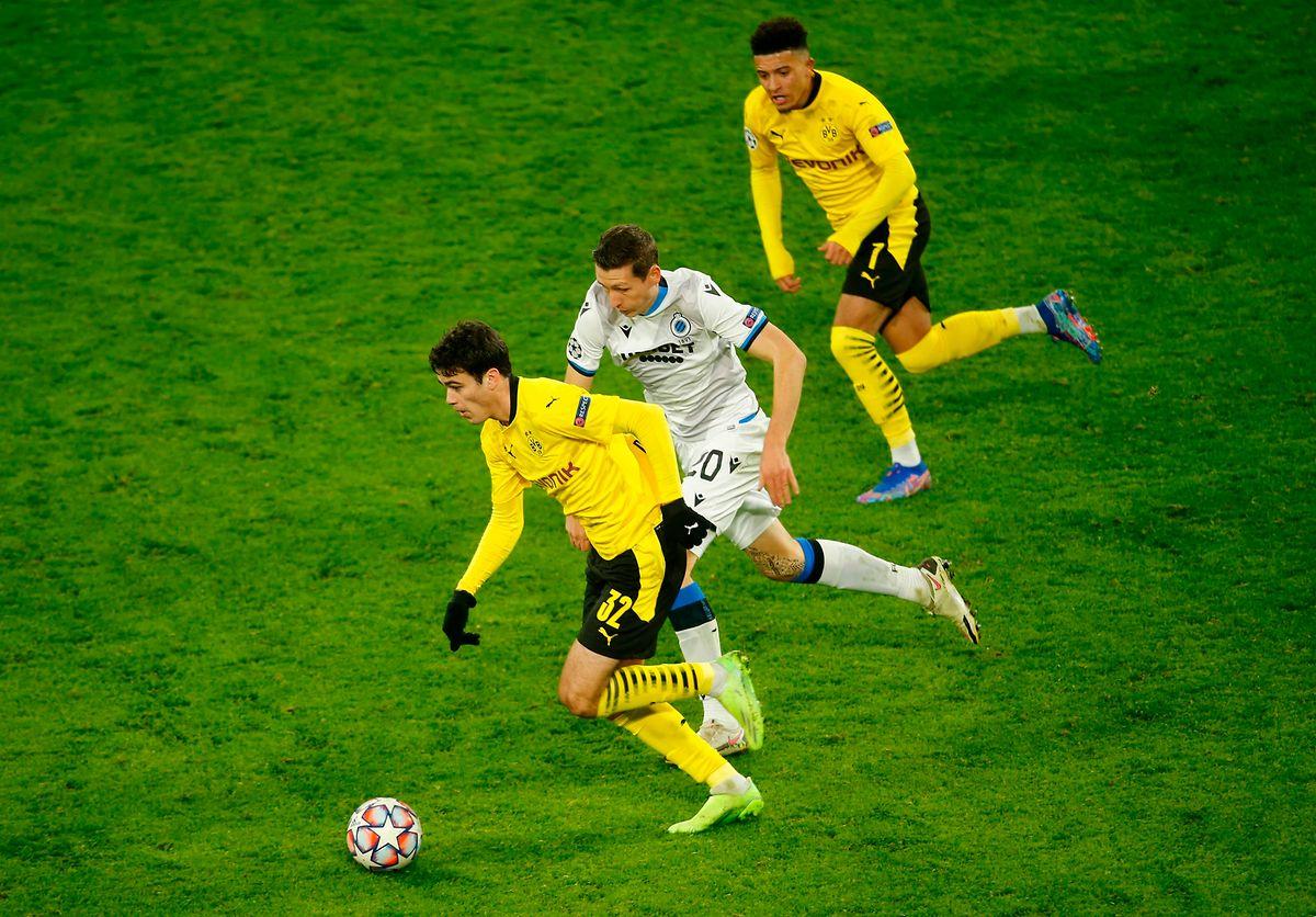 Die jungen Dortmunder um Giovanni Reyna (unten) und Jadon Sancho (oben) ließen gegen den FC Bruges um Hans Vanaken nichts anbrennen.