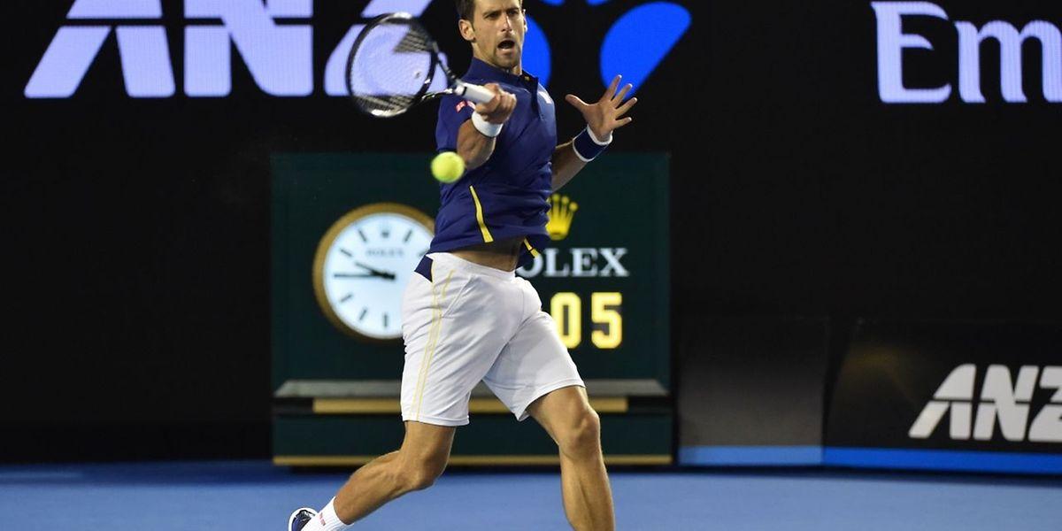 Dans la quatrième et dernière manche, Novak Djokovic a breaké Roger Federer lors de sa première opportunité.