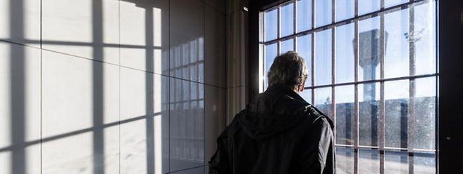 Die Freiheit im Blick: Auch Täter, die zu lebenslänglicher Haft verurteilt wurden, können auf eine vorzeitige Freilassung hoffen.