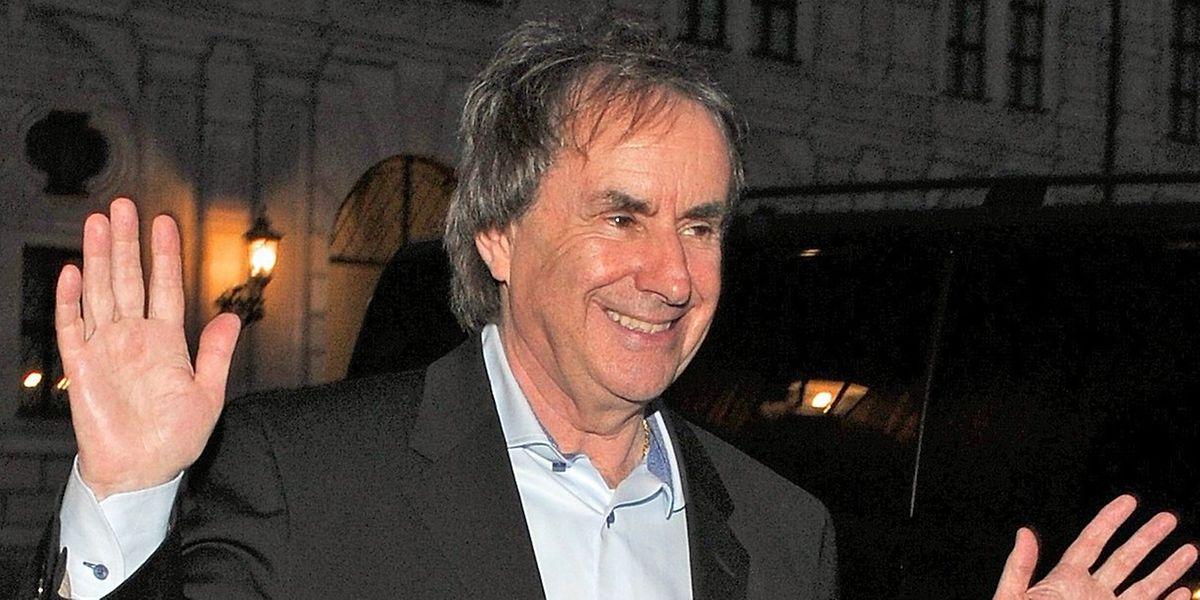 Der irische Sänger Chris de Burgh geht auch im hohen Alter noch auf Konzerttournee.