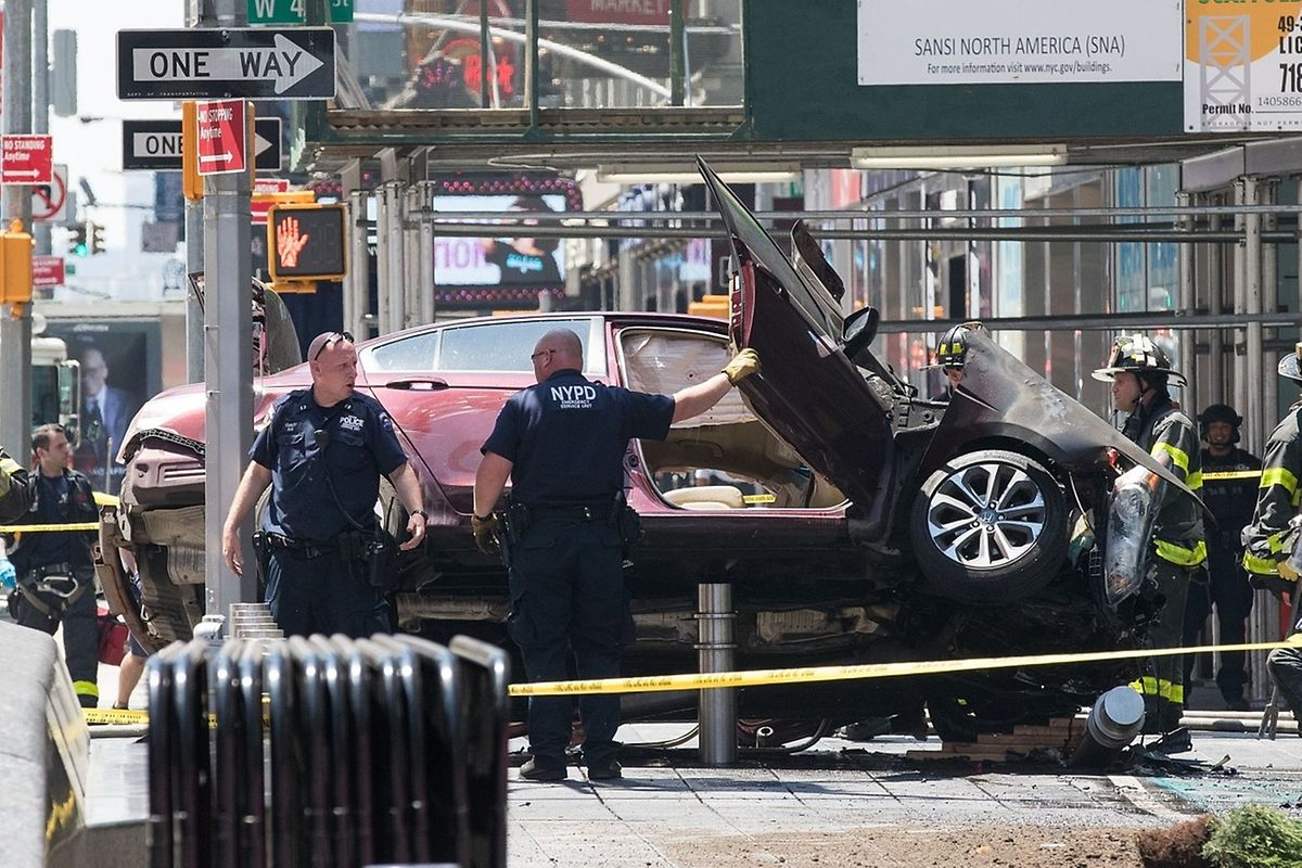 NEW YORK, NY - MAY 18: A wrecked car sits in the intersection of 45th and Broadway in Times Square, May 18, 2017 in New York City. According to reports there were multiple injuries and one fatality after the car plowed into a crowd of people.   Drew Angerer/Getty Images/AFP