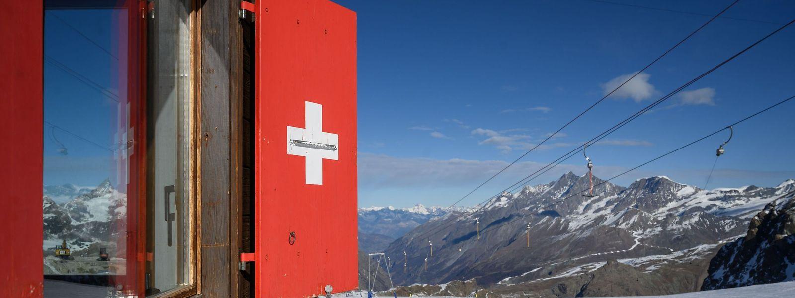 In den Schweizer Alpen sind die Skigebiete weiterhin geöffnet.