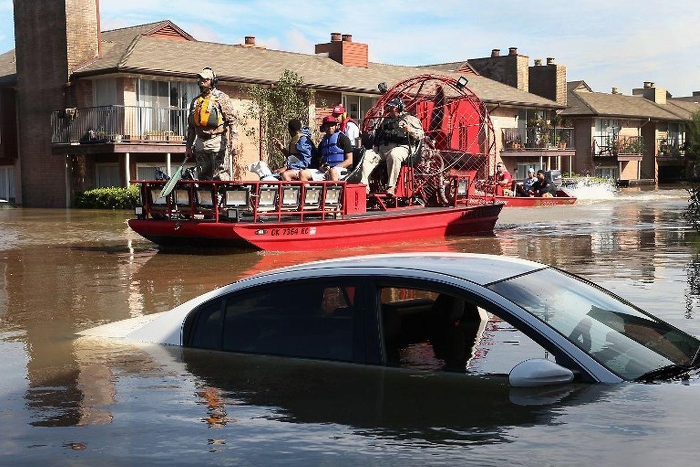 Über 30.000 Menschen wurden evakuiert, Tausende haben ihr Dach über dem Kopf verloren.