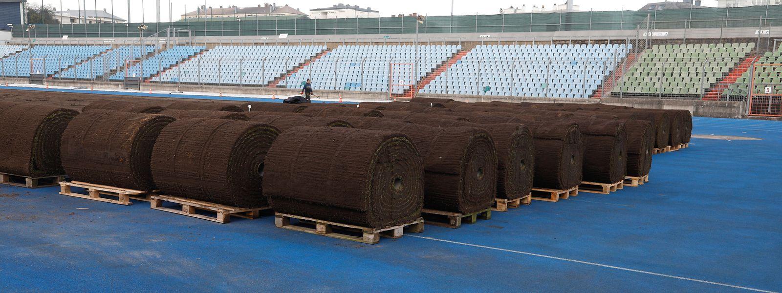 La nouvelle pelouse du stade Josy-Barthel doit être posée ce lundi pour respecter le timing imposé par l'UEFA.