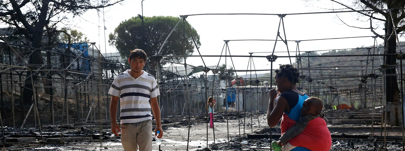 Tausende Flüchtlinge mussten vor den Flammen fliehen, die das Lager zerstörten.