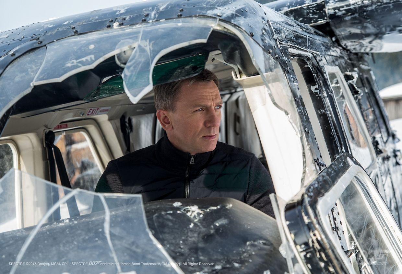 """In """"Spectre"""" verfolgt James Bond eine Gangstertruppe per Flugzeug."""