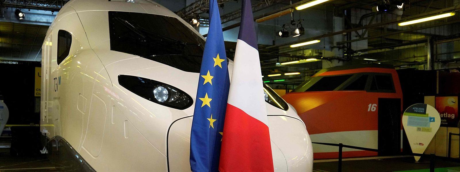 La différence entre la rame TGV blanche et l'orange : quatre décennies de technologie et... 60 km/h.