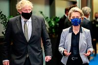 Britain's Prime Minister Boris Johnson (L) is welcomed by European Commission President Ursula von der Leyen (R) in the Berlaymont building at the EU headquarters in Brussels on December 9, 2020, prior to a post-Brexit talks' working dinner. - EU chief Ursula von der Leyen welcomed Britain's Prime Minister Boris Johnson to her headquarters in Brussels on December 9, 2020, for talks on saving post-Brexit trade negotiations. At Johnson's suggestion, he and von der Leyen removed their anti-Covid facemasks briefly and posed for photographers at the Berlaymont building before heading in for a working dinner. (Photo by Olivier HOSLET / POOL / AFP)
