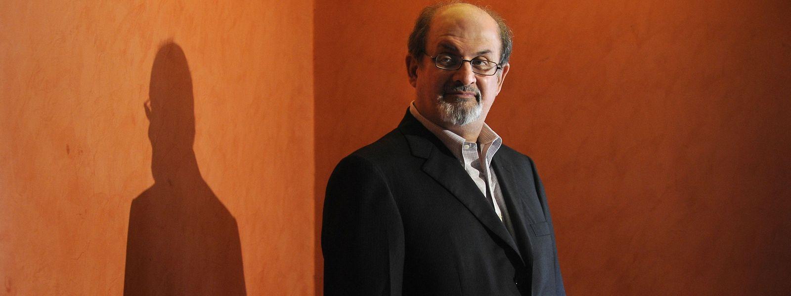 Der britisch-indische Autor Salman Rushdie wurde für ein Buch zum Tode verurteilt.