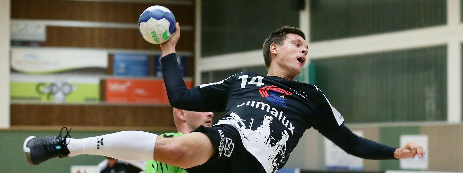 Christian Bock (HB Esch) kommt zum Abschluss.