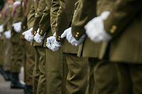 Die angekündigte Versetzung des Gewerkschaftspräsidenten sorgt für Unruhe in der Armee.