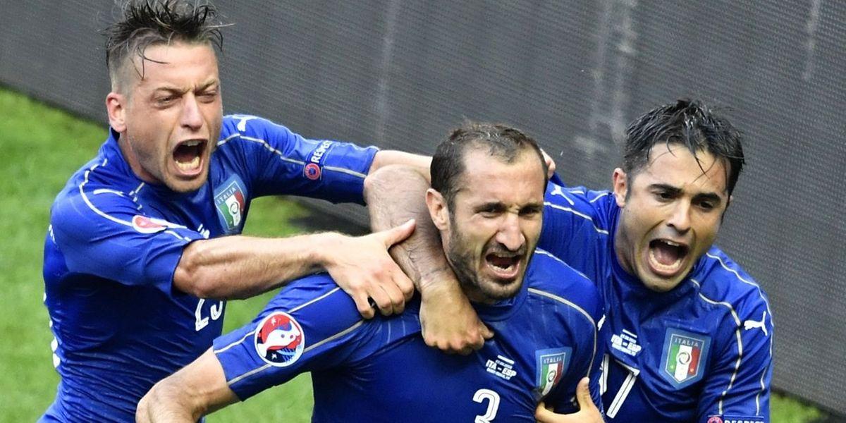 Giorgio Chiellini (Mitte) erzielte das 1:0 für Italien.