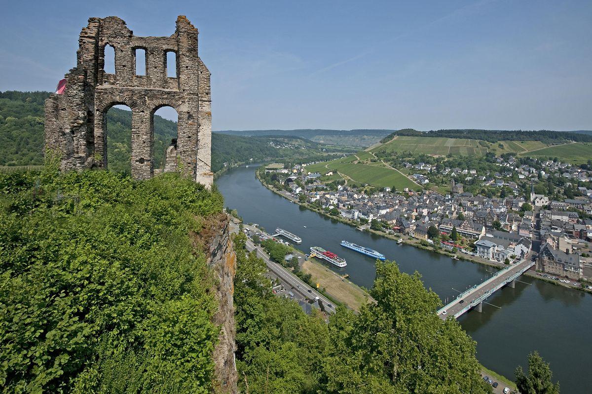Das idyllische Moselstädtchen Traben-Trarbach lockt Besucher nicht nur mit Wein und kulinarischen Köstlichkeiten. Auch Bauwerke wie die Grevenburg, die nach der Zerstörung im Jahr 1734 nur noch als Ruine existiert, sind wahre Publikumsmagneten.
