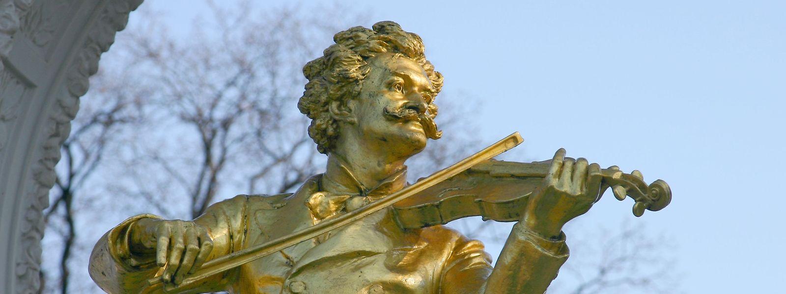 Alles Walzer: Im Wiener Stadtpark erinnert diese goldene Statue an den Komponisten der heimlichen Nationalhymne Österreichs.