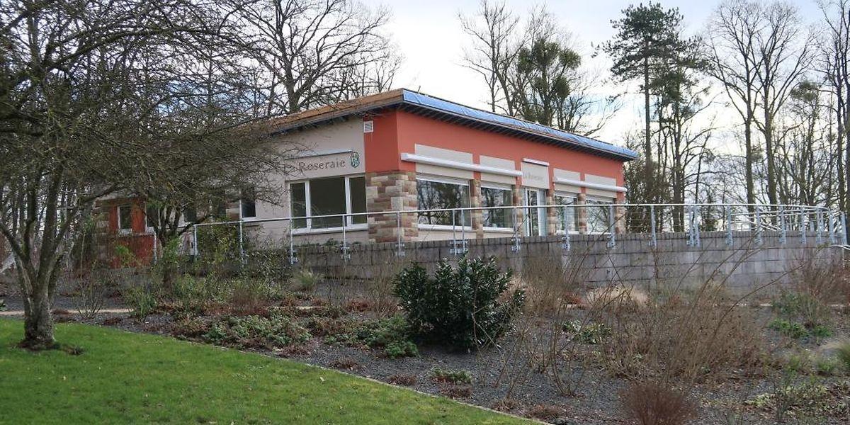Jahrelang tat sich an der Cafeteria rein gar nichts. Jetzt wird erst einmal das Dach saniert.