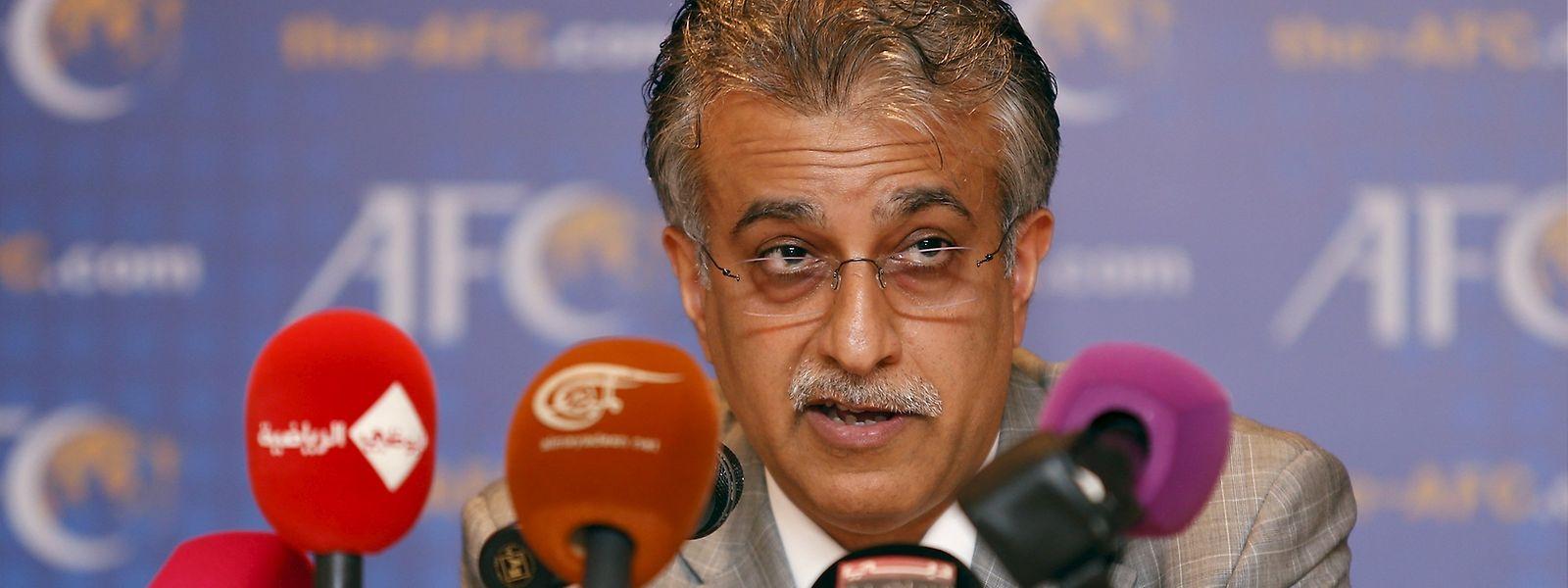 Além de al-Khalifa, concorrem à presidência da FIFA o príncipe jordano Ali bin al Hussein, Jerôme Champagne, o ex-futebolista David Nakhid, o sul-africano Tokyo Sexwale e Michel Platini.