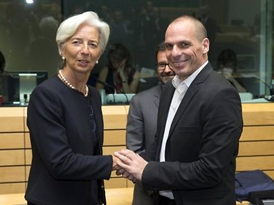 A directora do FMI, Christine Lagarde, e o ministro grego das Finanças, Yanis Varoufakis, continuam o braço de ferro