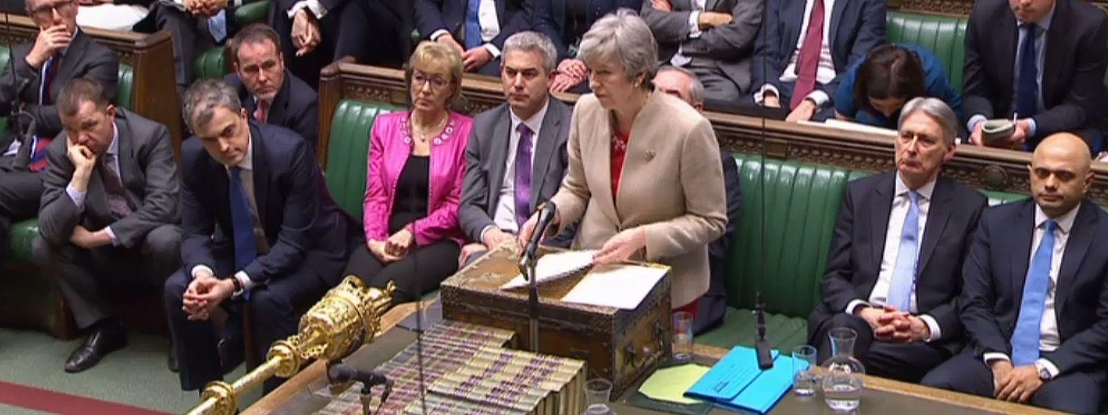 Nouveau revers cuisant pour Theresa May à la Chambre des communes, le jour même où devait initialement avoir lieu le Brexit.