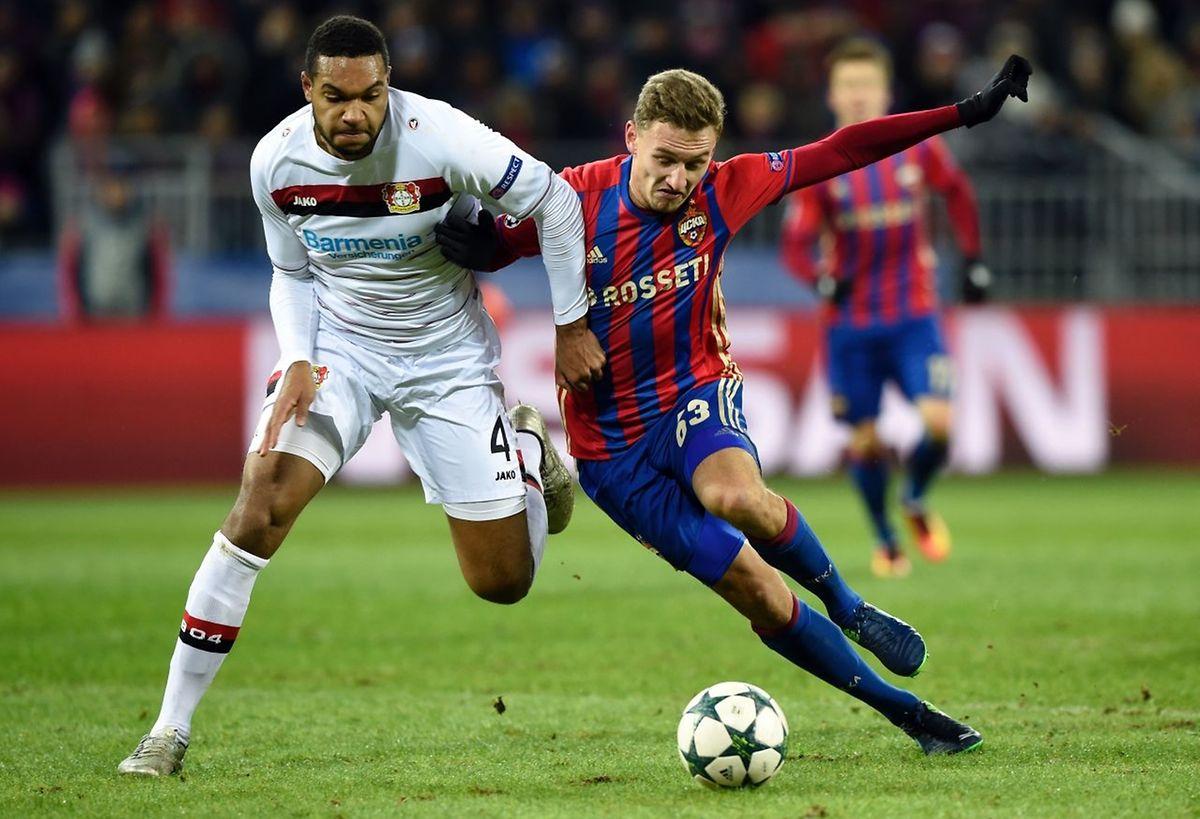 Jonathan Glao Tah (en blanc, Leverkusen) et Fedor Chalov (CSKA Moscou) se sont quittés dos à dos
