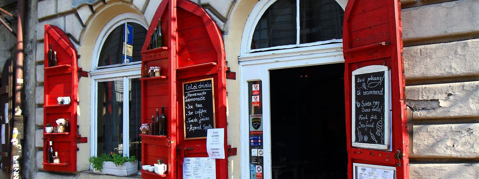 Kazimierz hat ein pulsierendes Leben mit Ladenlokalen und Bars zu bieten, in denen Klezmermusik nicht fehlen darf.