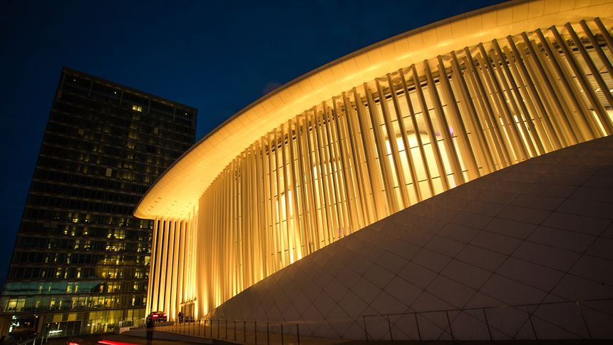 La Philharmonie s'est parée de lumières dorées, vendredi soir.